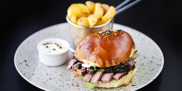 Na jídlo do Potrefené husy: burger i dětské menu