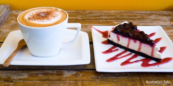 Voňavá káva a klasický nebo bezlepkový dezert