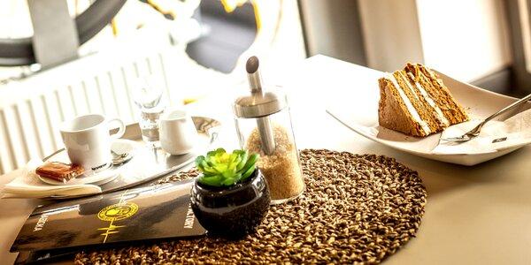 Káva a zákusek ve stylové cyklistické kavárně