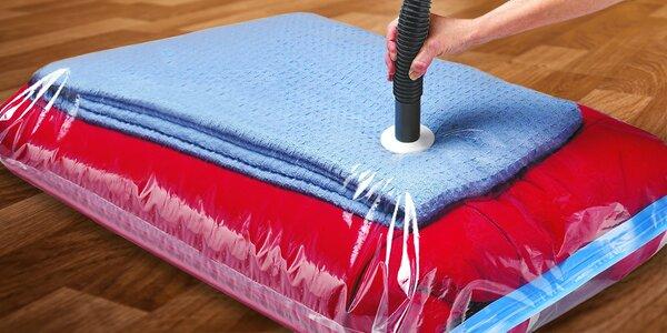Závěsné i klasické vakuové pytle na oblečení