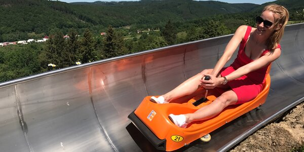 Zábavné sjezdy nejdelší moravské bobové dráhy