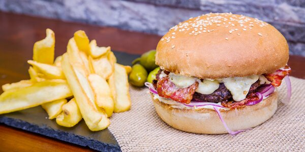 Burger Jalapeňák z lokálních surovin vč. přílohy