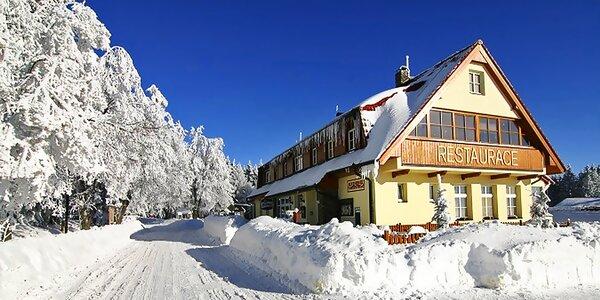 Zima na Šumavě s polopenzí, saunou a lahví vína