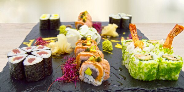 Sushi sety s tuňákem, lososem i krevetami pro 2