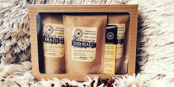 Dárkové balíčky různých druhů zrnkové kávy