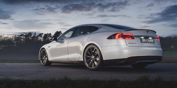 Zážitková jízda v elektromobilu Tesla Model S