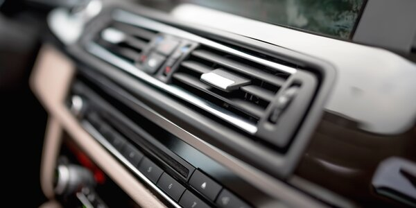 Údržba a plnění klimatizace i prohlídka vozu
