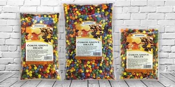 Čokoládové dražé: barevné bonbonky pro malé i velké