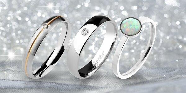 Překrásné třpytivé prsteny z chirurgické oceli