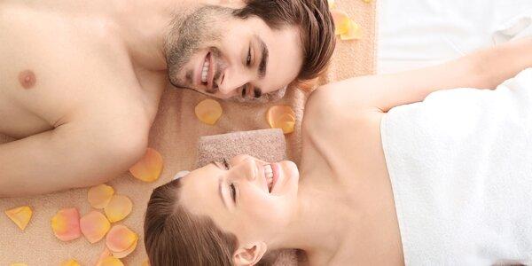 Párová thajská masáž prováděná v solné jeskyni