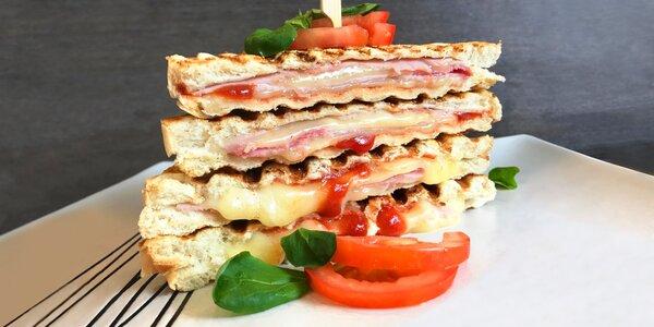 Italská snídaně: káva a panini nebo focaccina