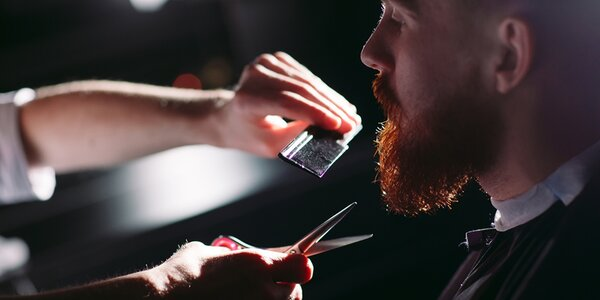 Barber péče na úrovni: whisky a střih či holení
