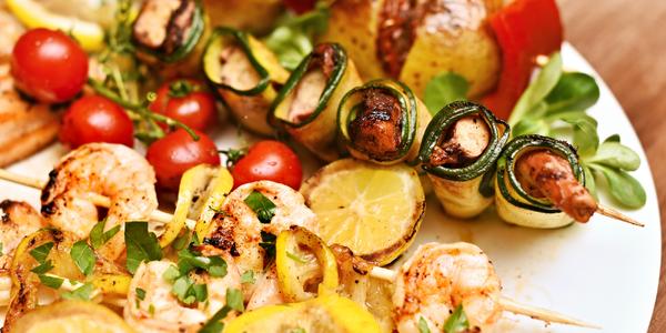 Grilované ryby a mořské plody: krevety i losos