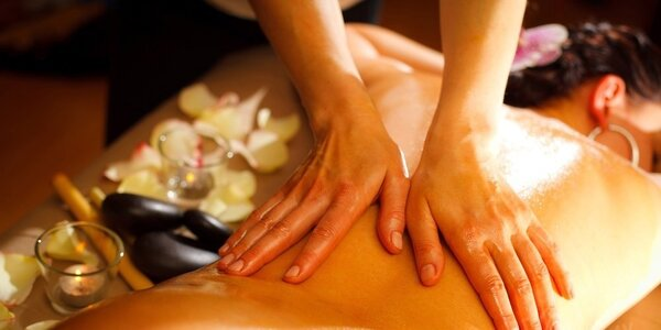 Nabitý masážní balíček v salonu Thai Sun