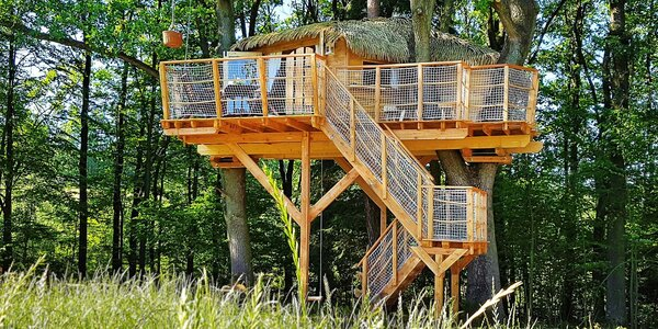 Noc v domku na stromech až pro 4 osoby
