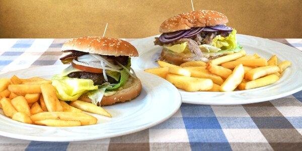 2 hovězí a vepřové burgery se steak. hranolky