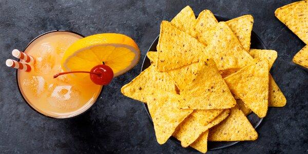 Lahodné drinky a nachos či mandle pro dva