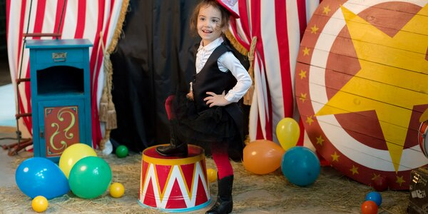 Den dětí v cirkusu se slonem a lachtany