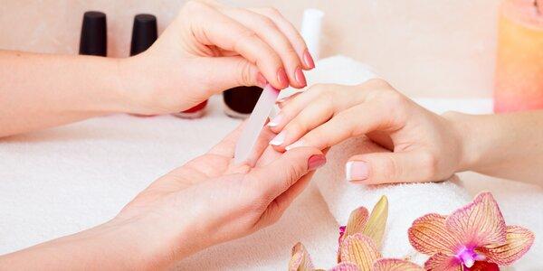 Ruce jako v bavlnce: Mokrá manikúra vč. lakování