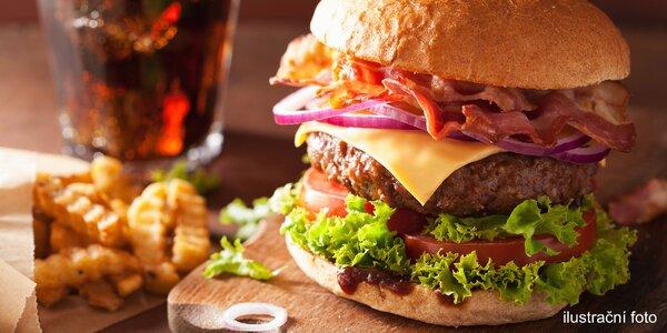 Pravý americký burger, steakové hranolky a pití