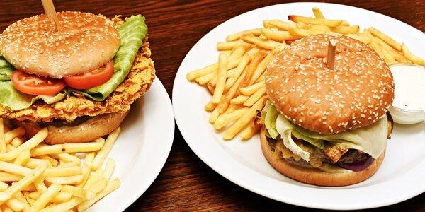 Pořádně nacpaný burger s hranolky