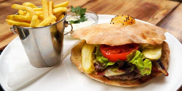 """Bosenský burger """"Special"""" s hranolky a tatarkou"""