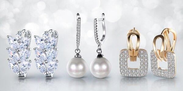 Zářivé a elegantní náušnice se zirkony a perlami