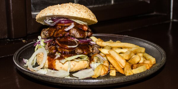 Hovězí mega burger v domácí housce pro 1 i 2