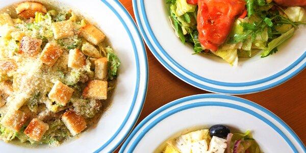 Letní saláty: tuňákový, Caesar i řecký