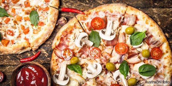 2 čerstvě nazdobené pizzy s průměrem 36 či 45 cm