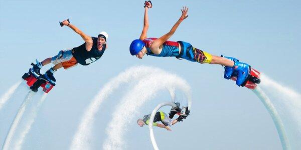 Flyboard: let na plné trysky nad hladinou vody