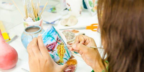 Ozdobte si hrnek: workshop malování na keramiku