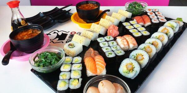 Sushi sety s rolkami, závitky, saláty i ovocem
