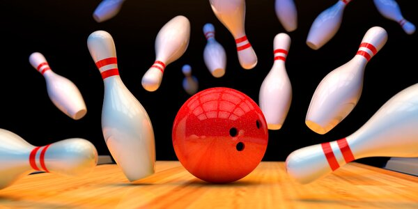 Bowling a mísa plná nachos s hovězím masem