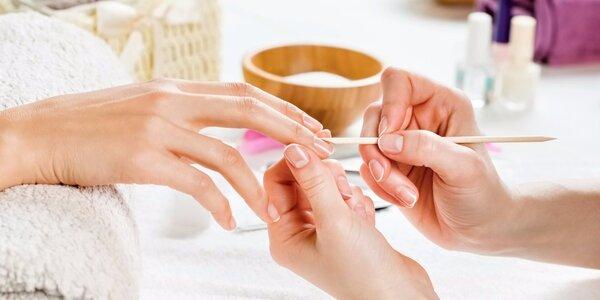 Pro krásné nehty: manikúra či P-shine + zábal