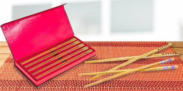 Sady čínských vyřezávaných hůlek z bambusového dřeva