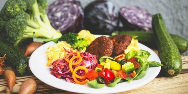 Talíř plný vegan jídla podle výběru pro 1 i 2 os.