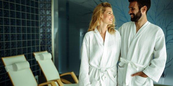 Sladké chvíle ve dvou: sauna a vířivka se sektem