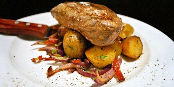 Dva hovězí steaky s přílohou a salsou ve Šnytu