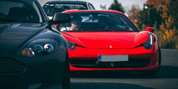 Žihadla Ferrari, McLaren i Porsche až na 30 min.
