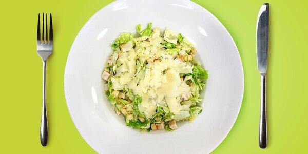Caesar salát s kuřecím masem pro dvě osoby