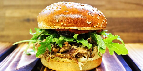 Burger menu pro dva i permanentka na 5 burgerů
