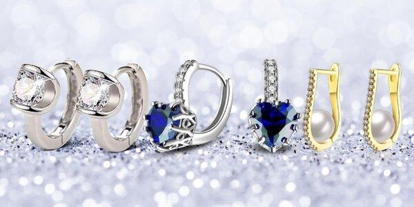 Elegantní náušnice osázené zirkony i perlami