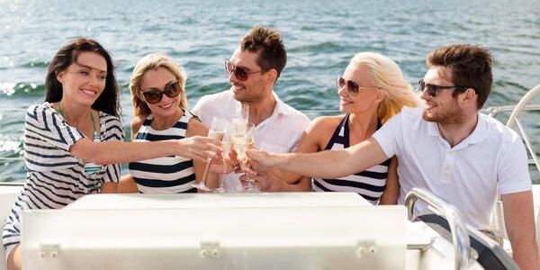 Hodina plavby po Vltavě na člunu až pro 5 osob
