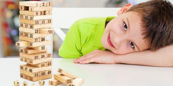Zábavná hra s číselnou dřevěnou věží