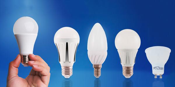 Úsporné LED žárovky ve studené a teplé bílé