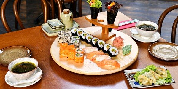 Sushi, taštičky Gun mandu a wakame polévka pro 2