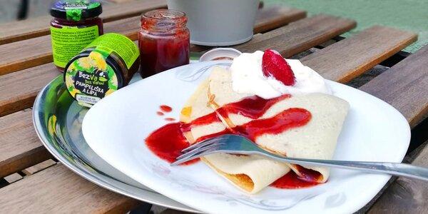 2 palačinky s marmeládou, ovocem i zmrzlinou