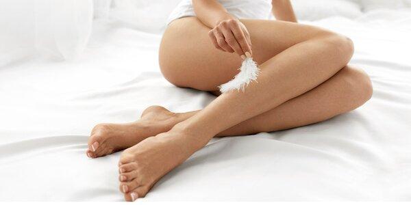 Depilace cukrovou pastou: brazilka nebo nohy
