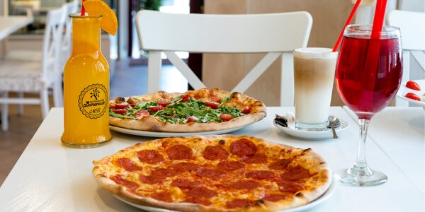 Pizza podle výběru z 12 druhů a domácí ledový čaj